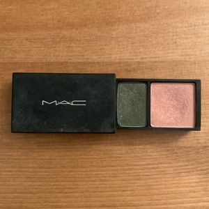 "MAC cosmetics ""eye shadow suite"" duo"